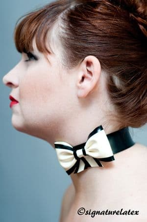 Latex choker with bow and trim