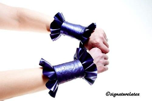 Latex lace frilled cuffs (Pair)